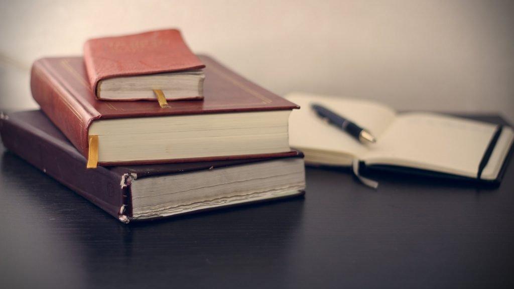 Böcker och pennor. Gåvobrev.