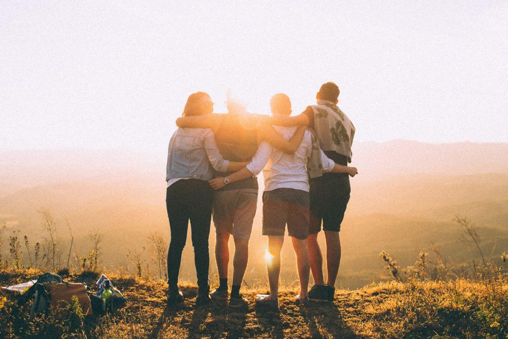 Samägandeavtal, fyra vänner som kollar på solnedgången